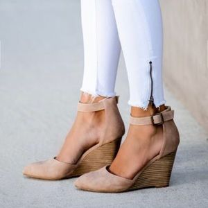 VICI pointed wedge heel in taupe